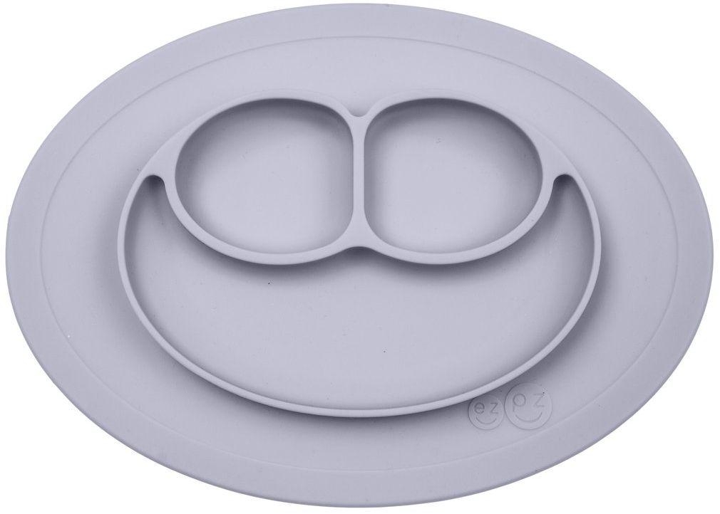 Ezpz Тарелка детская Mini Mat цвет светло-серыйPCMMP003Уменьшенная версия Happy Mat. Предназначен для столиков для кормления и использования в поездках. Рекомендован для малышей от 4 месяцев. Тоньше, легче и компактнее, чем Happy Mat, но обладает теми же отличительными чертами: присасывается к столу, чтобы ребенок не смог его перевернуть; подходит для микроволновки и посудомоечной машины; улыбается и вызывает у детей улыбку. Объем: 240 мл.