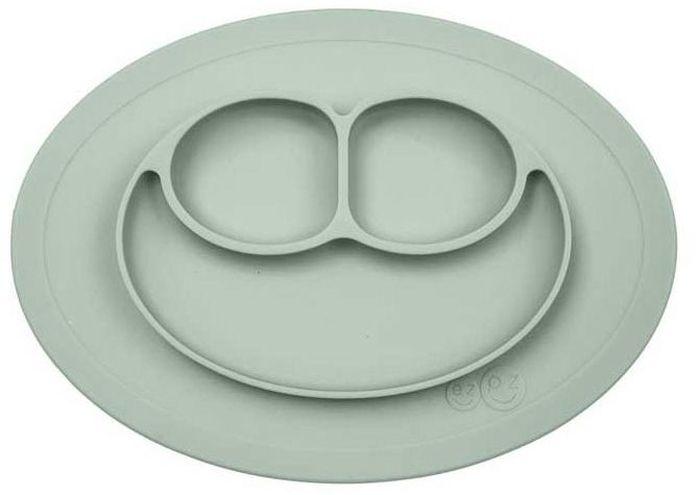 Ezpz Тарелка детская Mini Mat цвет оливковыйPCMMS001Уменьшенная версия Happy Mat. Предназначен для столиков для кормления и использования в поездках. Рекомендован для малышей от 4 месяцев. Тоньше, легче и компактнее, чем Happy Mat, но обладает теми же отличительными чертами: присасывается к столу, чтобы ребенок не смог его перевернуть; подходит для микроволновки и посудомоечной машины; улыбается и вызывает у детей улыбку.Объем: 240 мл.