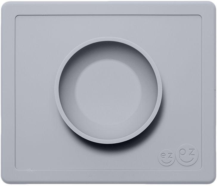Ezpz Тарелка детская Happy Bowl цвет светло-серыйPKHBP003Силиконовая тарелка-плейсмат, которую невозможно перевернуть. Чаша высотой почти 4 см и объемом 240 мл идеально подходит для завтраков и обедов. Область плейсмата не дает ребенку испачкать стол. Тарелка изготовлена из силикона высочайшего качества, не имеет липучек или присосок - фиксация происходит на любой ровной горизонтальной поверхности за счет плоской поверхности мата. Подходит для использования в микроволновке и посудомоечной машине, также, подходит к некоторым стульчикам для кормления.