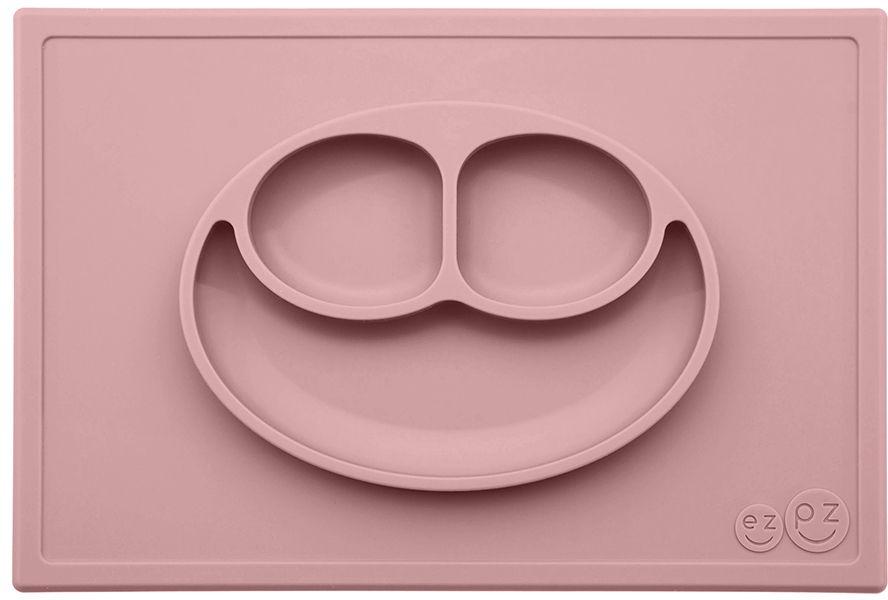 Ezpz Тарелка детская Happy Mat цвет нежно-розовыйPKHMB005Необычная силиконовая тарелка-плейсмат, которая не имеет аналогов. Ее главная особенность заключается в том, что тарелку невозможно перевернуть. С ней ребенок не сможет испачкать стол или, что гораздо важнее, обжечься горячей пищей. Изготовлена из силикона высочайшего качества, не имеет липучек или присосок - фиксация происходит на любой ровной горизонтальной поверхности за счет плоской поверхности мата. Подходит для использования в микроволновке и посудомоечной машине. Выглядит, как улыбающаяся рожица, что очень нравится детям и их мамам. Объем: 540 мл
