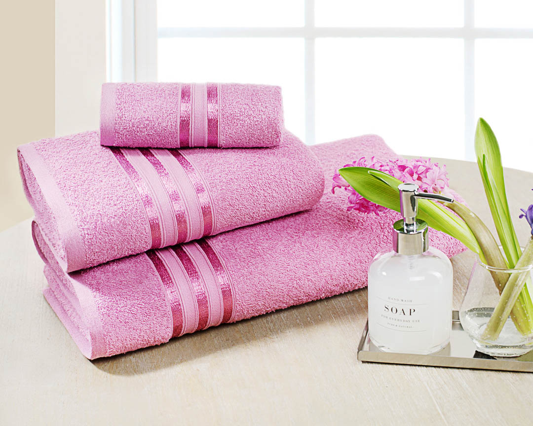 Полотенце банное Dome Harmonika, цвет: розовый, 70 х 130 смdme283566Махровые полотенца датского бренда Dome из коллекции Harmonika - идеальное соотношение цены и качества. Полностью натуральный состав и плотность 420 гр/м2 - это практичное решение на каждый день. Полотенце мягкое, пушистое и отлично впитывает влагу, в то же время, изделия такой плотности легко стираются и быстро сохнут. Бренд Dome — датское представление о честности, качестве, комфорте и семейных ценностях. Ориентируясь на философию Hugge, разработанную в известном Институте счастья в Копенгагене, компании удалось создать предметы потребления, которые являются базовыми элементами уюта и комфорта в вашем доме. Бренд Dome демонстрирует европейский взгляд на безупречный вкус, высокое качество и практичность. Индивидуальность бренда Dome заключается в стремлении к простоте и минимализму в соответствии с феноменом концепцией Hugge.