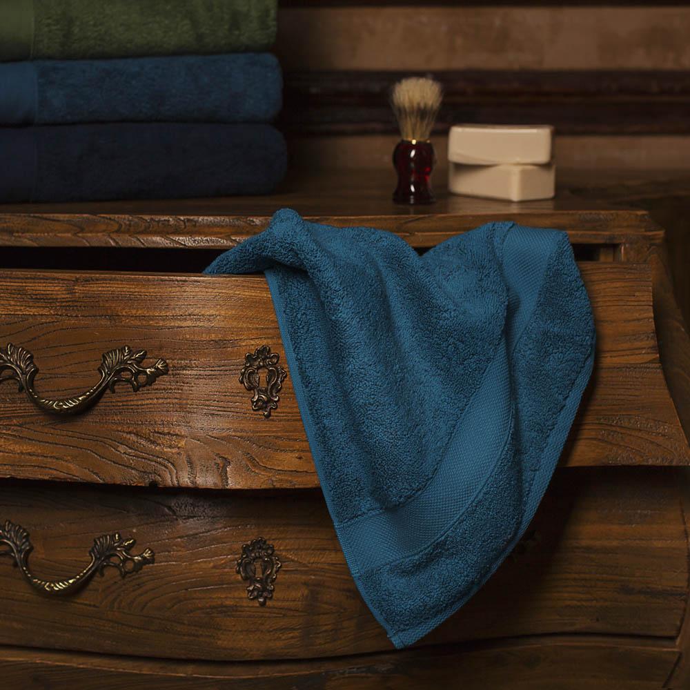 Полотенце банное William Roberts Aberdeen, цвет: темно-бирюзовый, 70 х 140 смwlr283538Производитель: William RobertsСтрана бренда: ВеликобританияМатериал: Махра (100% Хлопок)Размер: 70х140 смПлотность: 700 гр/м6
