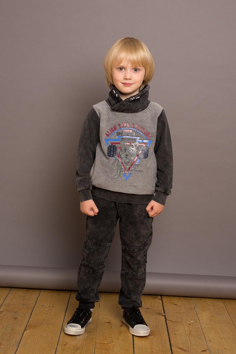 Брюки для мальчика Sweet Berry, цвет: темно-серый. 733039. Размер 122733039Трикотажные брюки для мальчика темно-серого цвета декорированные оригинальной варкой под джинсу, низ брючин собран на мягкие манжеты. Пояс-резинка дополнен шнуром для регулирования объема по талии.