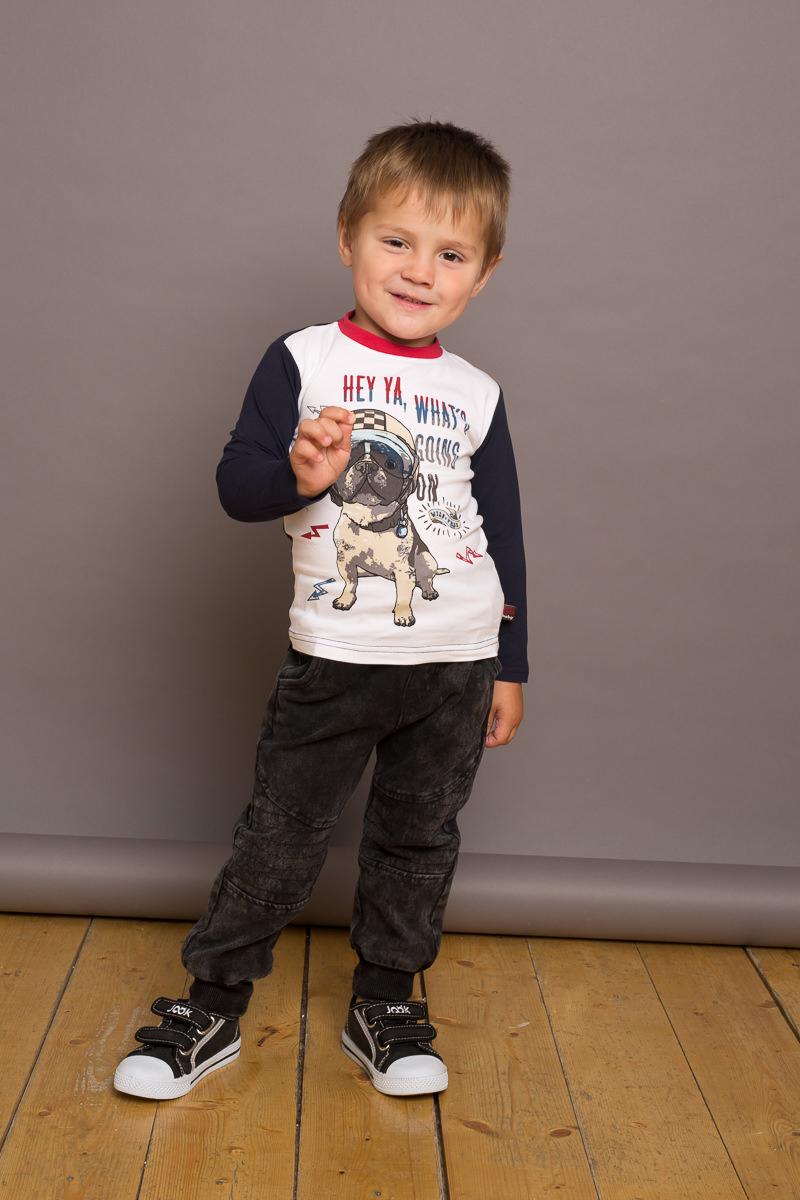 Брюки спортивные для мальчика Sweet Berry Baby, цвет: темно-серый. 731069. Размер 86731069Трикотажные брюки для мальчика темно-серого цвета декорированные оригинальной варкой под джинсу, низ брючин собран на мягкие манжеты. Пояс-резинка дополнен шнуром для регулирования объема по талии.