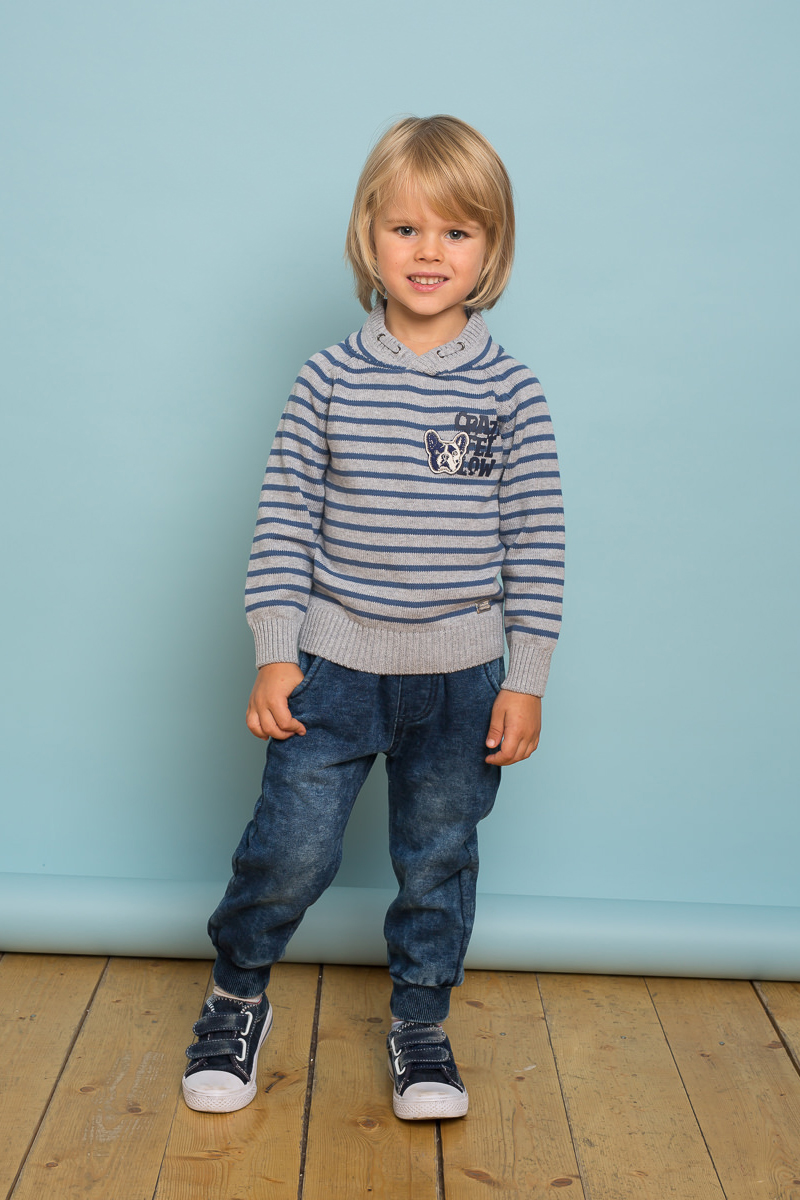 Брюки спортивные для мальчика Sweet Berry Baby, цвет: темно-синий. 731055. Размер 98731055Спортивные брюки для мальчика Sweet Berry Baby выполнены из эластичного хлопка под джинсу. Низ брючин собран на мягкие манжеты. Пояс-резинка дополнен шнуром для регулирования объема по талии.
