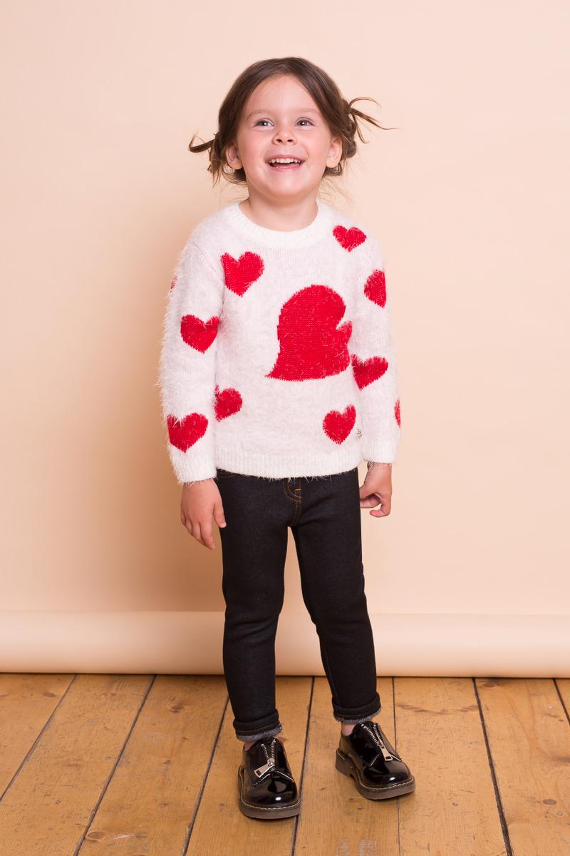 Джемпер для девочки Sweet Berry Baby, цвет: слоновая кость. 732028. Размер 92732028Мягкий джемпер для девочки Sweet Berry Baby выполнен из ворсовой пряжи травка и декорирован яркими вязанными сердечками. Модель с круглым вырезом горловины и длинными рукавами - прекрасный выбор на каждый день.