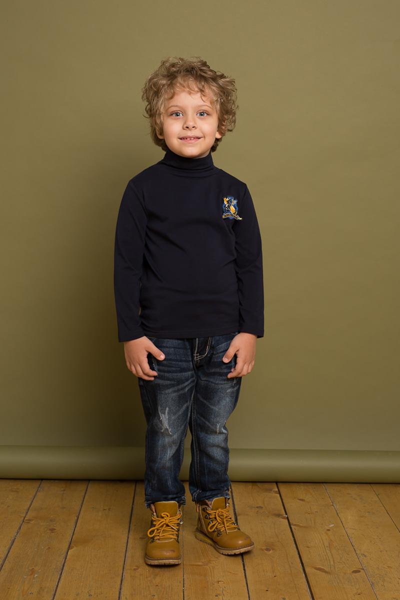 Водолазка для мальчика Sweet Berry, цвет: темно-синий. 733057. Размер 110733057Классическая трикотажная водолазка для мальчика от Sweet Berry, декорированная аппликацией, выполнена из мягкого хлопкового полотна. Модель с длинными рукавами и воротником-гольф.