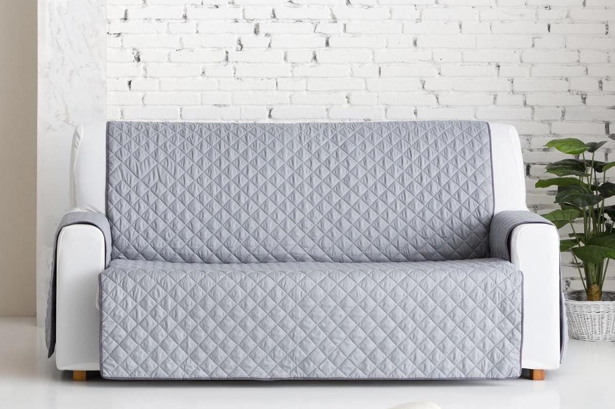 Накидка на трехместный диван Медежда Йорк, цвет: светло-серый1403121201000Универсальная стеганая накидка на диван Йорк защитит ваш диван и украсит вашу гостиную. Очень удобна и проста в использовании. Производитель: Медежда, Россия. Ширина накидки 160 см. Машинная стирка при температуре 30 градусов.