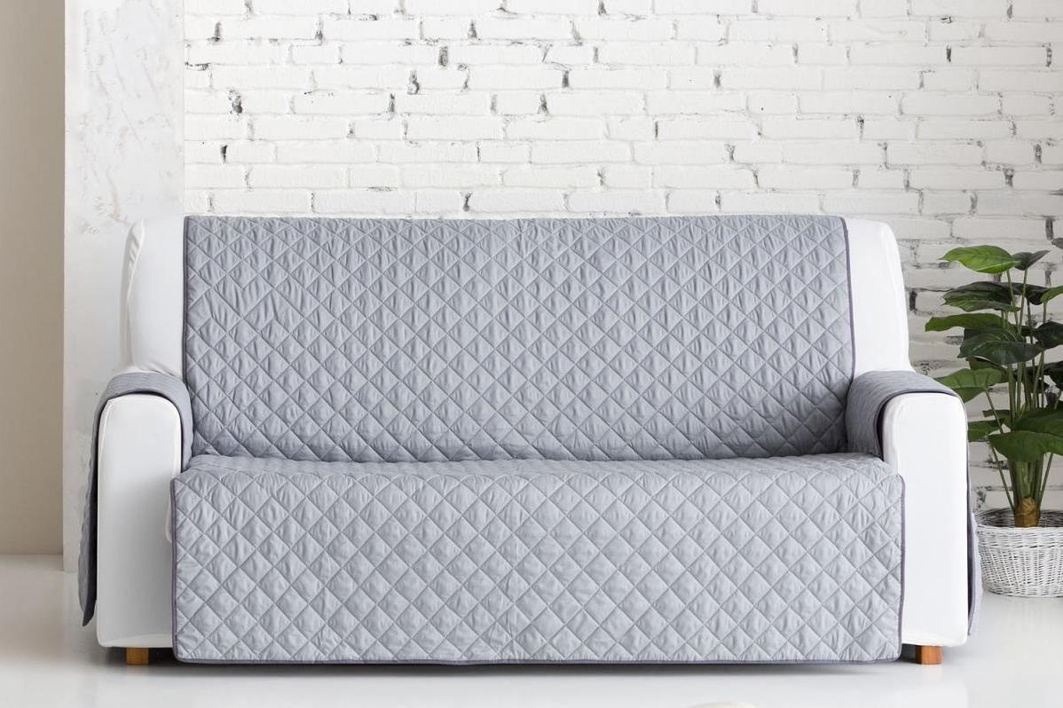 Накидка на трехместный диван Медежда Йорк, широкая, цвет: светло-серый1404121201000Универсальная стеганая накидка на диван Йорк защитит ваш диван и украсит вашу гостиную. Очень удобна и проста в использовании. Производитель: Медежда, Россия. Ширина накидки 200 см. Машинная стирка при температуре 30 градусов.