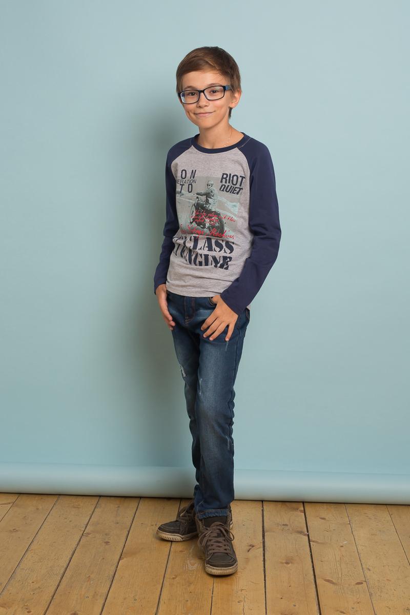 Джинсы для мальчика Luminoso, цвет: темно-синий. 737022. Размер 134737022Утепленные джинсы на флисовой подкладке выполнены из натурального хлопка с небольшим добавлением спандекса. Модель застегивается на молнию и пуговицу в поясе, имеются шлевки для ремня. Вшитая эластичная лента в поясе регулирует посадку на талии. Спереди джинсы дополнены двумя врезными карманами, сзади двумя накладными. Модель оформлена эффектом потертости.