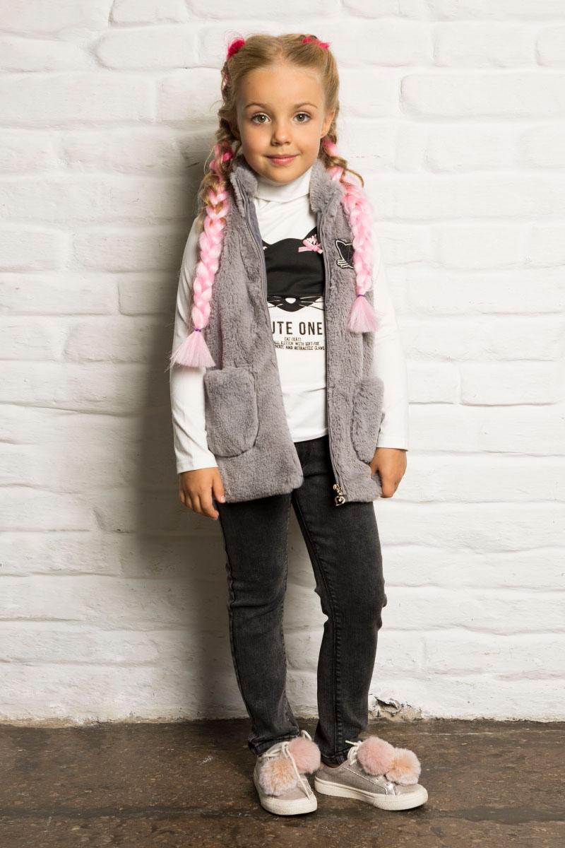 Жилет утепленный для девочки Sweet Berry, цвет: серый. 734050. Размер 116734050Мягкий, уютный жилет для девочки от Sweet Berry, декорированный маленькой аппликацией, выполнен из искусственного меха. Два накладных кармана. Застегивается на молнию.