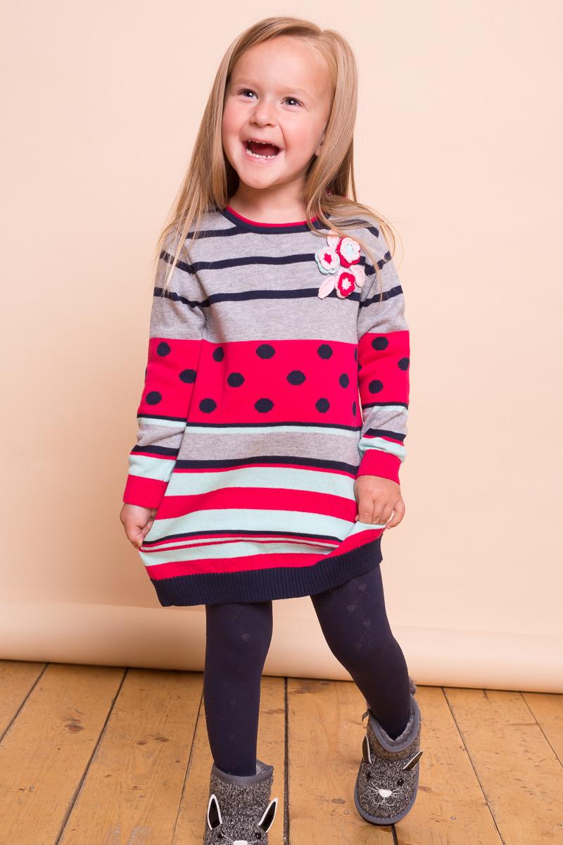 Платье для девочки Sweet Berry Baby, цвет: серый, малиновый. 732006. Размер 92732006Оригинальное платье Sweet Berry Baby исполнено из вязанного трикотажа и декорировано цветочной вышивкой. Застежка на пуговках расположена на плечевом шве.
