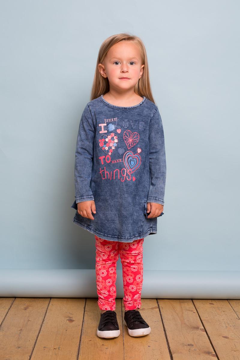 Платье для девочки Sweet Berry Baby, цвет: темно-синий. 732132. Размер 80732132Трикотажное платье для девочки с длинным рукавом из мягкого хлопкового полотна под джинсу декорированное ярким принтом и воланами по низу изделия.