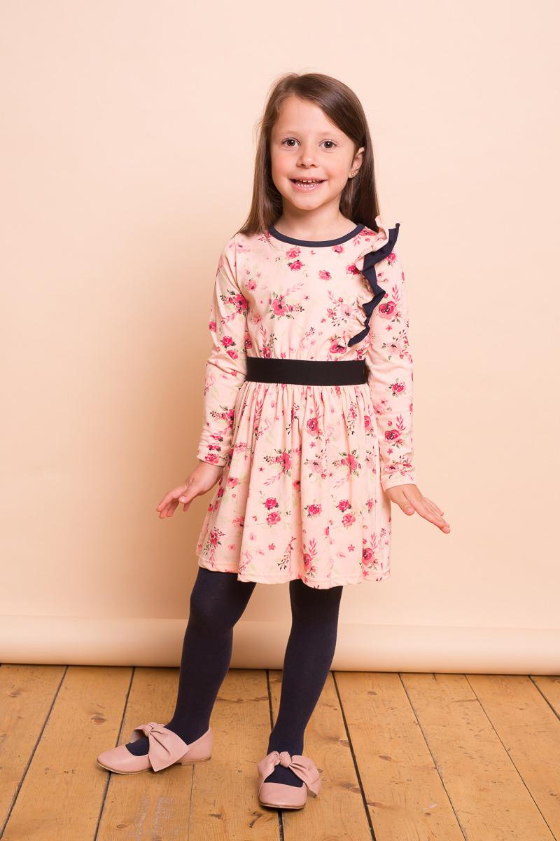 Платье для девочки Sweet Berry, цвет: мультиколор. 734152. Размер 110734152Платье для девочки из мягкого трикотажного полотна персикового цвета декорированное цветочным печатным рисунком, воланом и контрастной отделкой горловины. Длинный рукав, приталенный крой.