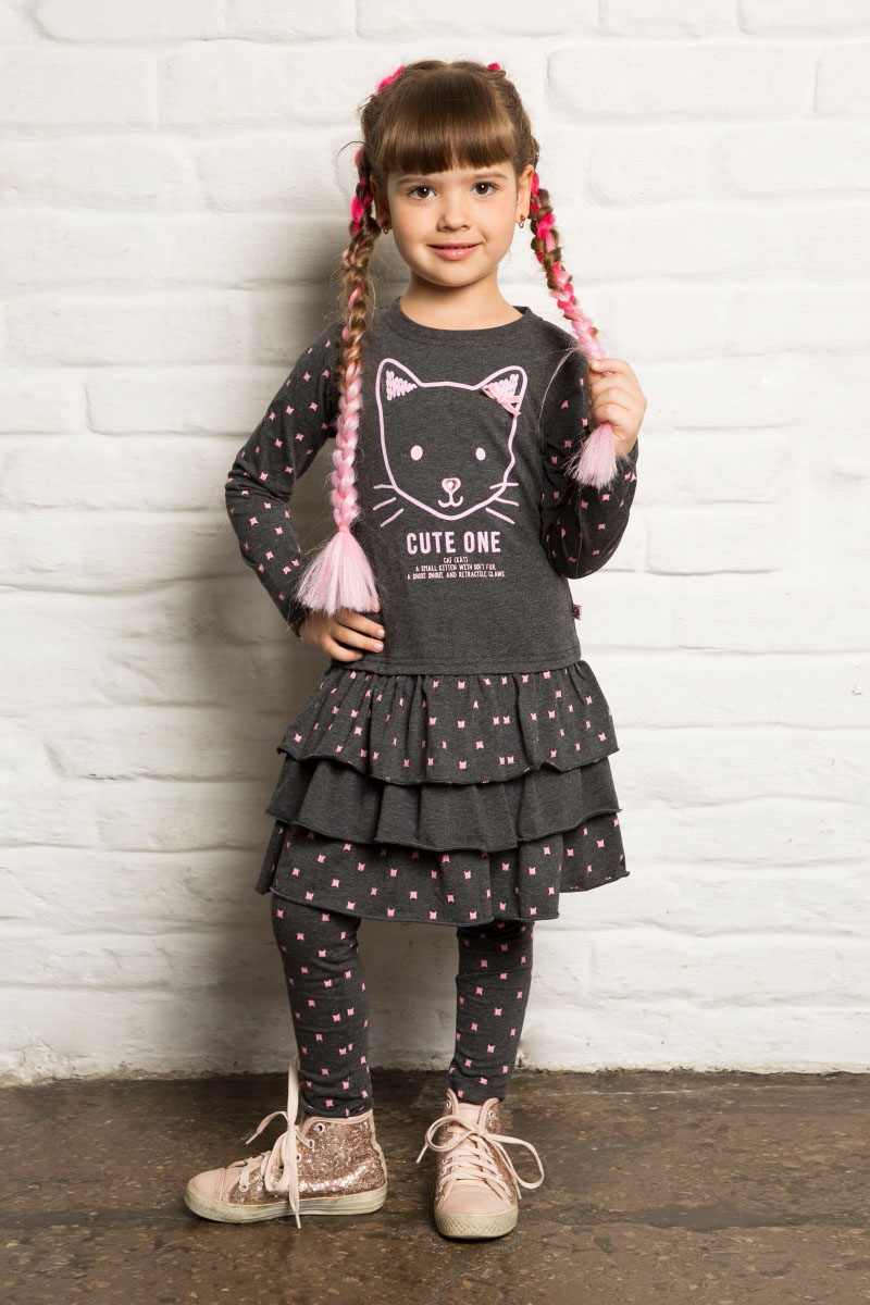 Платье для девочки Sweet Berry, цвет: темно-серый. 734045. Размер 98734045Трикотажное платье от Sweet Berry выполнено из эластичного хлопка. Модель с длинными рукавами и круглым вырезом горловины. Юбка декорирована воланами.