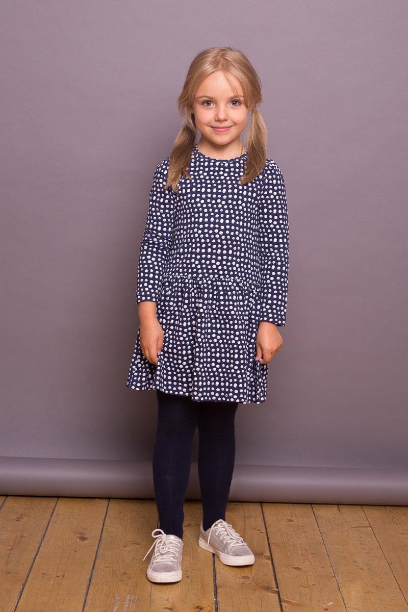 Платье для девочки Sweet Berry, цвет: темно-синий. 734163. Размер 122734163Платье для девочки от Sweet Berry выполнено из трикотажного полотна, декорированного принтом. Модель с длинными рукавами застегивается на пуговку на спинке.