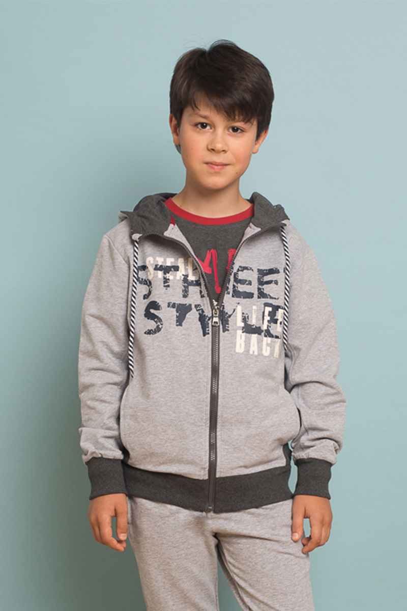Толстовка для мальчика Luminoso, цвет: серый. 737030. Размер 164737030Удобная толстовка для мальчика Luminoso, оформленная буквенным принтом, разнообразит повседневный гардероб ребенка. Модель свободного кроя с капюшоном с возможностью регулирования объема выполнена из приятного на ощупь эластичного хлопка и застегивается на молнию. Спереди расположены два втачных кармана. Манжеты рукавов и низ изделия дополнены контрастными трикотажными резинками. Толстовка подойдет для прогулок и дружеских встреч и станет отличным дополнением гардероба юного модника.