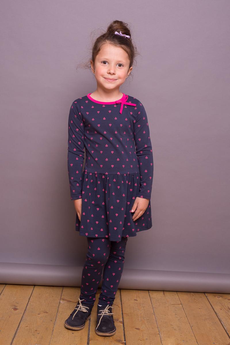 Платье для девочки Sweet Berry, цвет: фиолетовый. 734078. Размер 122734078Трикотажное платье от Sweet Berry выполнено из эластичного хлопка с оригинальным принтом. Модель с длинными рукавами и круглым вырезом горловины на спинке застегивается на пуговицу.