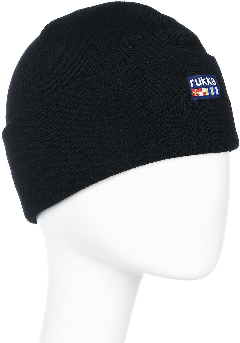 Шапка мужская Rukka, цвет: черный. 870682792RV-990. Размер M (58)870682792RV-990Мужская шапка Rukka выполнена из высококачественного материала. Теплая шапка с отворотом отлично подойдет для активного отдыха. Модель оформлена логотипом бренда.