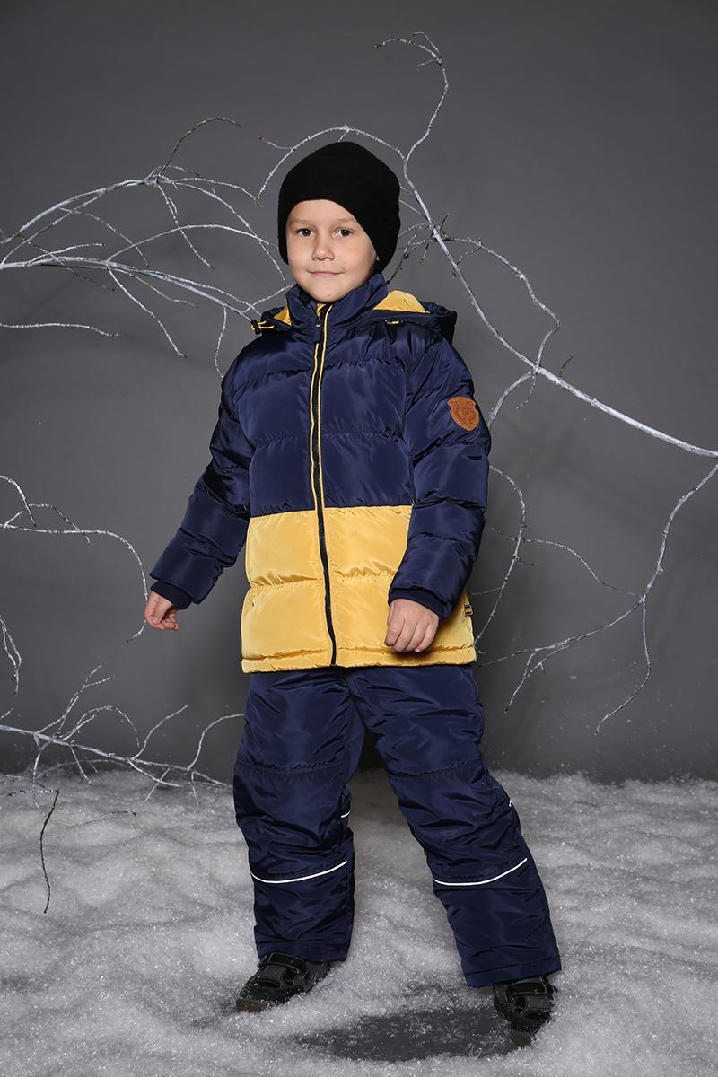Куртка для мальчика Sweet Berry, цвет: темно-синий. 733045. Размер 98733045Утепленная стеганая куртка для мальчика от Sweet Berry выполнена из двух контрастных цветов. Воротник-стойка. Несъемный капюшон с утяжкой. Два прорезных кармана застегивающиеся на молнию. Флисовая подкладка. Рукава с мягкими трикотажными манжетами. Куртка застегивается на молнию.