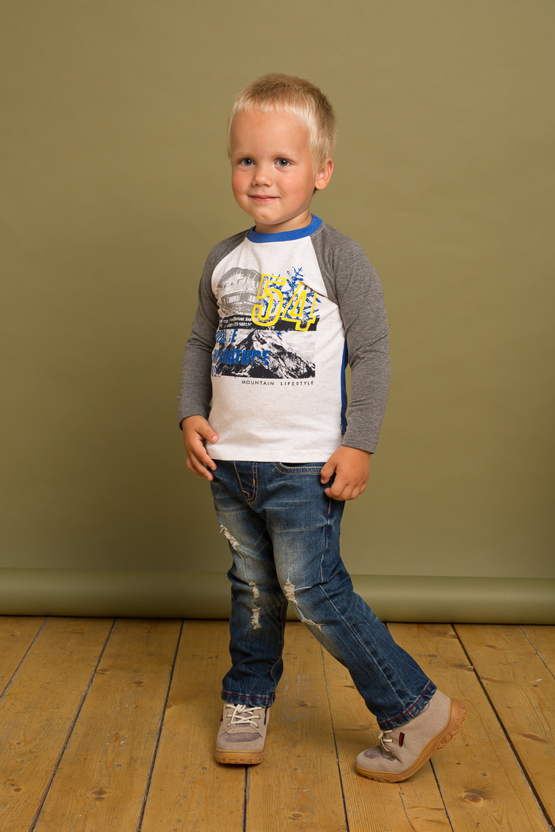 Футболка с длинным рукавом для мальчика Sweet Berry Baby, цвет: светло-серый. 731041. Размер 80731041Трикотажная футболка с длинным рукавом-реглан декорированная оригинальном принтом и контрастной отделкой горловины изделия и рукавов.