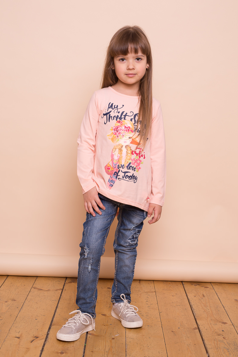 Футболка с длинным рукавом для девочки Sweet Berry, цвет: светло-розовый. 734139. Размер 98734139Трикотажная футболка персикового цвета с длинным рукавом, округлым вырезом горловины и удлиненной спинкой декорированная оригинальным принтом.