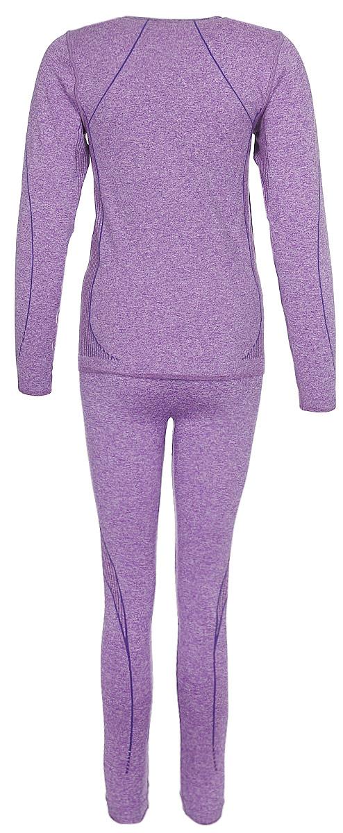 Женский комплект Rukka выполнен из высококачественного материала и состоит из футболки с длинным рукавом и леггинсов. Футболка с круглым вырезом горловины оформлена на груди логотипом бренда. Леггинсы дополнены эластичным поясом.