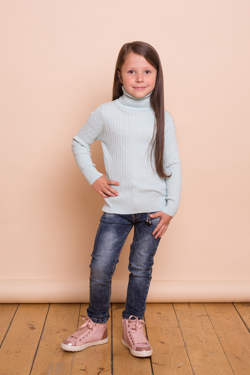 Свитер для девочки Sweet Berry, цвет: светло-зеленый. 734094. Размер 128734094Модный вязанный свитер из хлопковой пряжи для девочки с косами, воротником-стойкой, нежно мятного цвета. Длинный рукав.