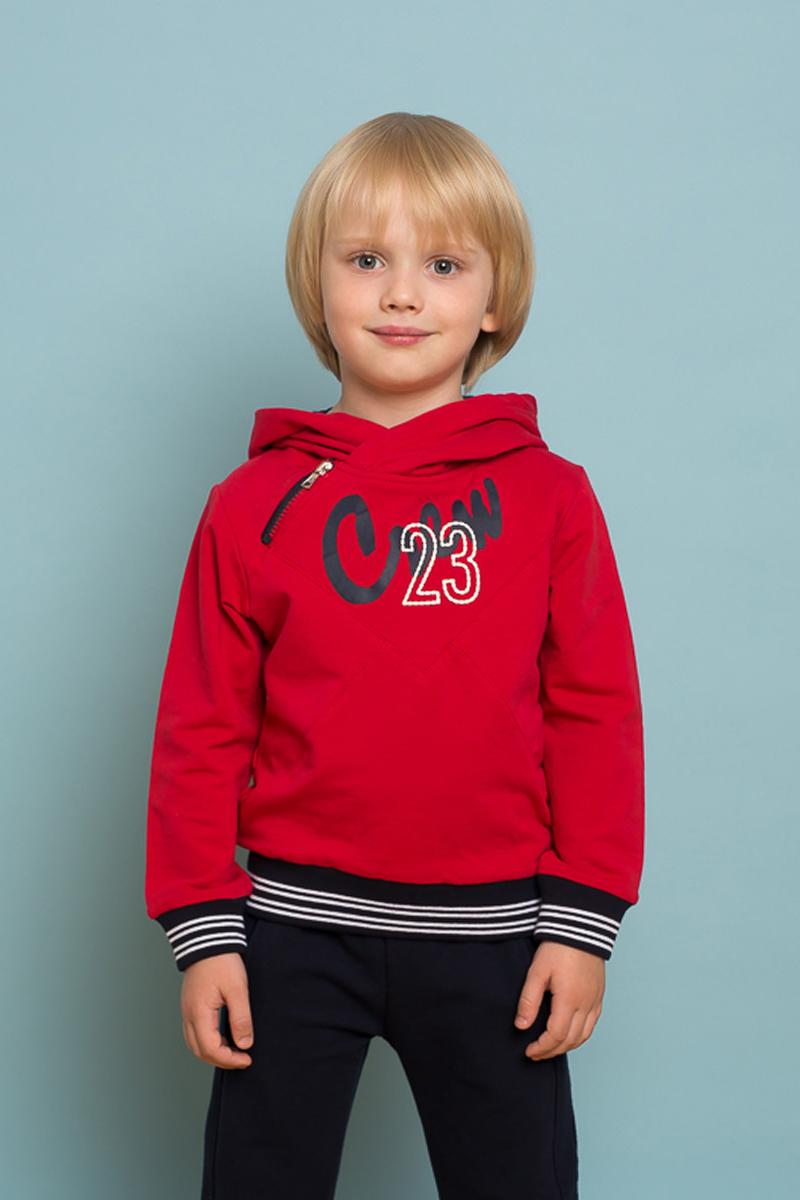 Толстовка для мальчика Sweet Berry, цвет: красный. 733007. Размер 110733007Яркая трикотажная толстовка для мальчика с капюшоном декорированная молнией, принтом и контрастной отделкой манжет рукавов и низа изделия.