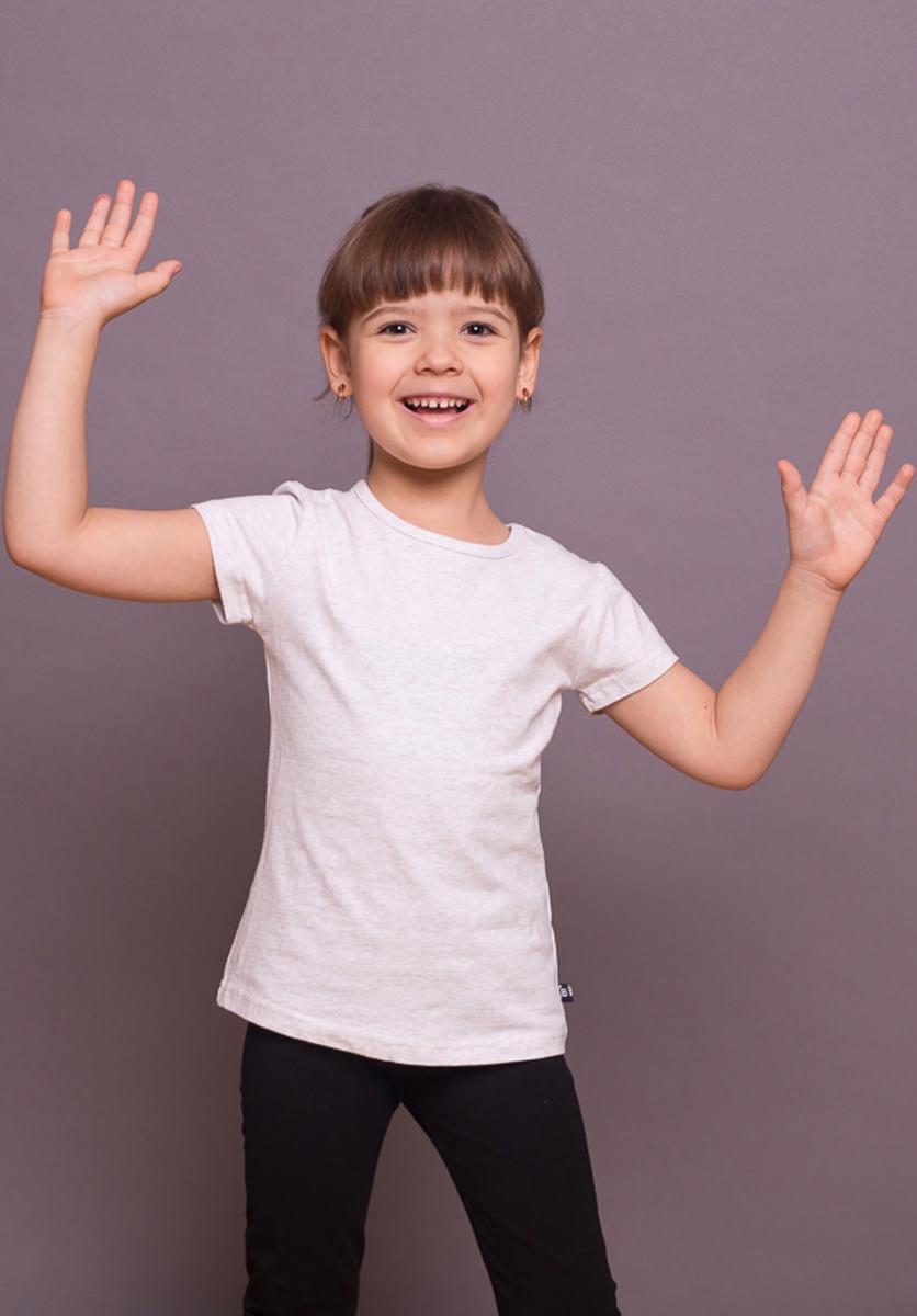 Футболка для девочки Sweet Berry, цвет: серый. 734166. Размер 122734166Трикотажная футболка светло-серого цвета из мягкого хлопкового полотна. Прямой крой, округлый вырез горловины, короткий рукав.