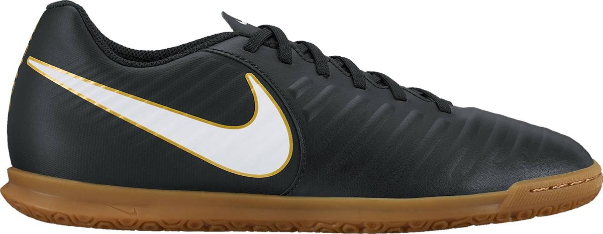 Кроссовки для футзала мужские Nike TiempoX Rio IV (IC), цвет: черный. 897769-002. Размер 7,5 (40)897769-002Мужские футбольные бутсы для игры в зале/на поле Nike TiempoX Rio IV (IC) сочетают легкую амортизацию текстурированной синтетической кожи с удобной посадкой и прочной резиновой подметкой. Новый уровень посадки, касания и сцепления.Адаптивная форма обеспечивает универсальную комфортную посадку. Мягкая синтетическая кожа с подкладкой из пеноматериала для амортизации при ударе мяча. Литая текстура обеспечивает трение для контроля мяча. Язычок прикреплен к средней части для плотной посадки на протяжении всей игры. Литая стелька для дополнительного комфорта. Резиновая подметка обеспечивает сцепление с поверхностью в зале и на поле.