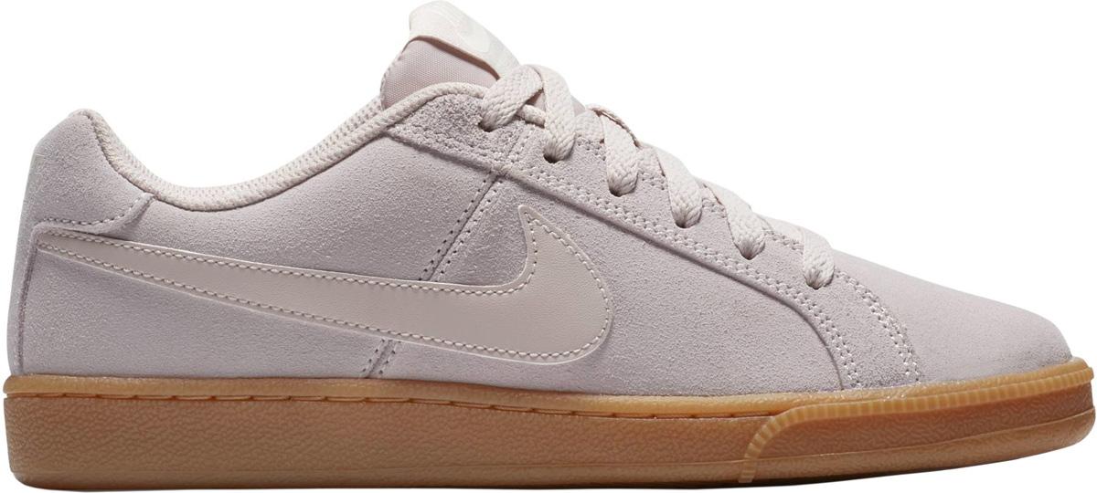 Кроссовки женские Nike Court Royale Suede Shoe, цвет: светло-розовый. 916795-600. Размер 7,5 (38)916795-600Стильные женские кроссовки Nike, выполненные из натуральной замши, дополнены фирменной нашивкой на язычке. Классическая шнуровка надежно зафиксирует обувь на ноге. Внутренняя поверхность и стелька, выполненные из текстиля, комфортны при движении. Подошва с рифлением обеспечивает отличное сцепление на любой поверхности. Мягкие и удобные, кроссовки превосходно подчеркнут ваш спортивный образ и подарят комфорт.