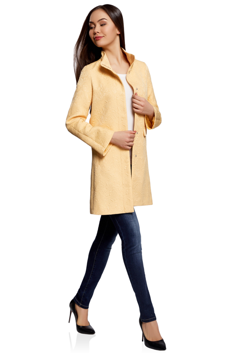 Пальто женское oodji Ultra, цвет: желтый. 10104043/43312/5200N. Размер 34 (40-170)10104043/43312/5200NСтильное легкое пальто прямого силуэта oodji Ultra отлично подойдет на теплую весну и прохладное лето.Изделиевыполнено из фактурной ткани и застегивается на скрытые кнопки. Модель с высоким воротником-стойкойи длинными рукавами дополнена двумя карманамии оформлена стильным цветочным узором.