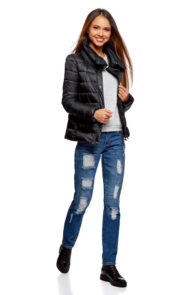 Куртка женская oodji Ultra, цвет: черный. 10203054/45638/2900N. Размер 42 (48-170)10203054/45638/2900NСтеганая полуприталенная куртка от oodji с высоким воротом. Надежно застегивается на металлические кнопки. Утепленная куртка сшита из непромокаемой ткани и будет незаменима в дождливую и ветреную погоду. Высокий воротник прекрасно защищает от ветра и не стесняет движений. Простота кроя делает эту куртку универсальной. Она подойдет для любого возраста, комплекции и роста.Утепленная куртка займет достойное место в вашем гардеробе и прекрасно дополнит ваши образы в стиле Casual. В сочетании с этой курткой одинаково хорошо смотрятся высокие сапоги на каблуке, ботфорты или ботинки. К ней идеально подойдут и классические брюки, и джинсы, и юбка. Шапка или берет отлично завершат ваш образ. В этой куртке вы, несомненно, почувствуете себя легко и непринужденно.