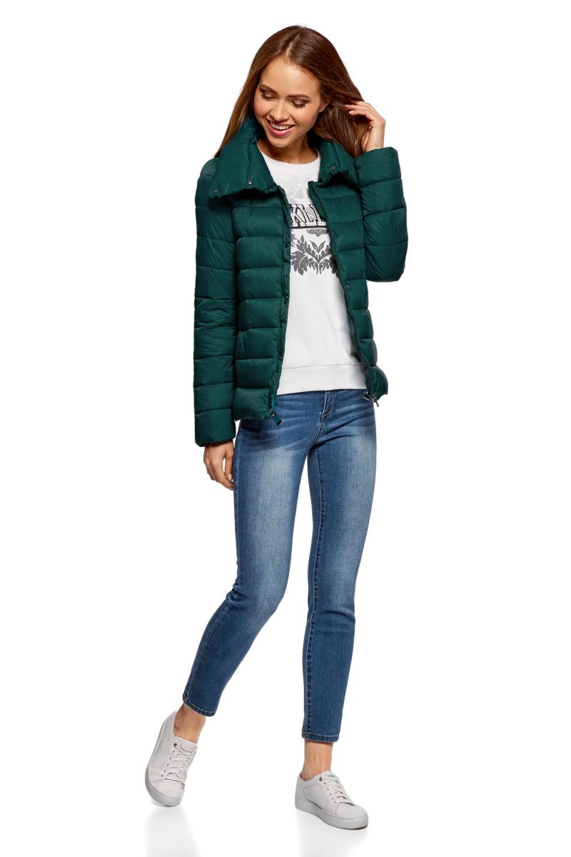 Куртка женская oodji Ultra, цвет: изумрудный. 10203054/45638/6D00N. Размер 42 (48-170)10203054/45638/6D00NСтеганая полуприталенная куртка от oodji с высоким воротом. Надежно застегивается на металлические кнопки. Утепленная куртка сшита из непромокаемой ткани и будет незаменима в дождливую и ветреную погоду. Высокий воротник прекрасно защищает от ветра и не стесняет движений. Простота кроя делает эту куртку универсальной. Она подойдет для любого возраста, комплекции и роста.Утепленная куртка займет достойное место в вашем гардеробе и прекрасно дополнит ваши образы в стиле Casual. В сочетании с этой курткой одинаково хорошо смотрятся высокие сапоги на каблуке, ботфорты или ботинки. К ней идеально подойдут и классические брюки, и джинсы, и юбка. Шапка или берет отлично завершат ваш образ. В этой куртке вы, несомненно, почувствуете себя легко и непринужденно.