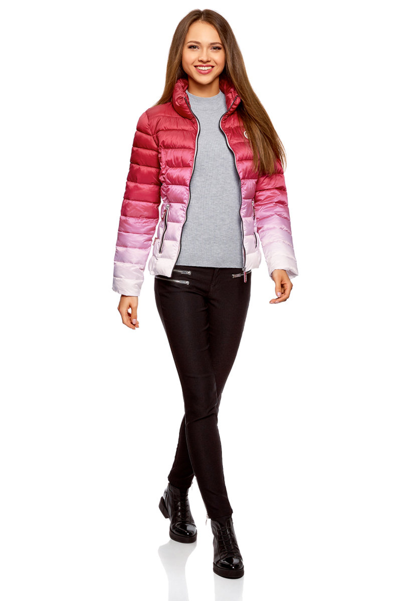 Куртка женская oodji Ultra, цвет: бордовый, белый. 10203070/46708/4910O. Размер 38 (44-170)10203070/46708/4910OСтеганая куртка от oodji с высоким воротом оформлена градиентом. Надежно застегивается на молнию. Утепленная куртка сшита из непромокаемой ткани и будет незаменима в дождливую и ветреную погоду. Высокий воротник прекрасно защищает от ветра и не стесняет движений. По бокам модель дополнена карманами на молниях.