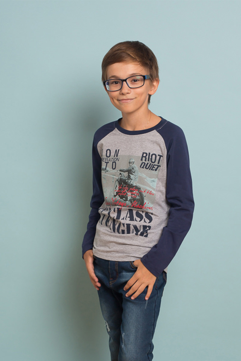Футболка с длинным рукавом для мальчика Luminoso, цвет: серый. 737037. Размер 140737037Стильный лонгслив для мальчика выполнен из эластичного хлопка. Модель с круглым вырезом горловины и длинными рукавами-реглан. Горловина дополнена трикотажной резинкой.