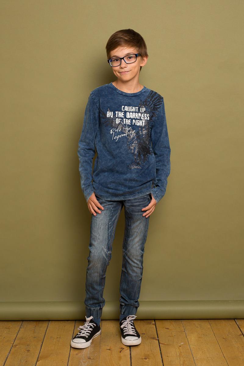Футболка с длинным рукавом для мальчика Luminoso, цвет: синий. 737009. Размер 152737009Стильный лонгслив для мальчика выполнен из эластичного хлопка. Модель с круглым вырезом горловины и длинными рукавами оформлена оригинальным принтом. Горловина дополнена трикотажной резинкой.
