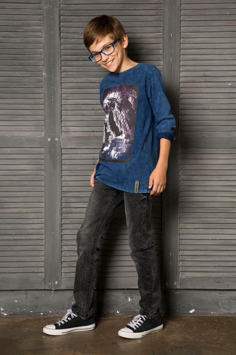 Футболка с длинным рукавом для мальчика Luminoso, цвет: синий. 737012. Размер 134737012Трикотажная футболка с длинным рукавом из мягкой хлопковой ткани под джинсу, декорированная оригинальным принтом. Округлый вырез горловины.