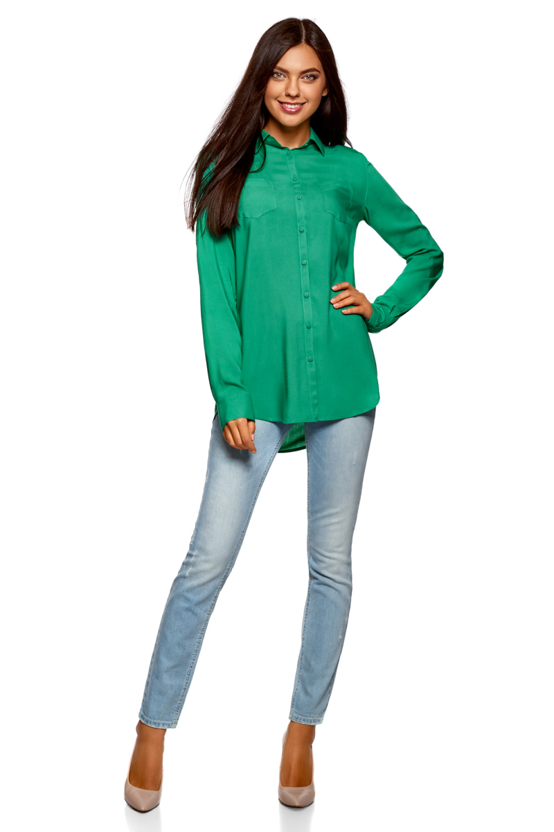 Блузка женская oodji Ultra, цвет: изумрудный. 11400355-3B/26346/6D00N. Размер 34 (40-170)11400355-3B/26346/6D00NБлузка oodji свободного кроя с нагрудными карманами и регулировкой длины рукава. Классический отложной воротник, спереди застежка на пуговицы, два нагрудных кармана, длинные рукава с манжетами на пуговице. Спинка на кокетке, от которой по центру заложена мягкая складка. Втачной рукав четко обозначают линию плеча. Рукав регулируется по длине и фиксируется пришитой с изнаночной стороны штрипкой. Такая особенность кроя позволяет открыть руки. Фигурный низ зрительно удлиняет силуэт и стройнит фигуру. Модель сшита из приятной на ощупь вискозы, которая мягко струится, дает коже дышать и комфортна в ношении. Блузка прекрасно смотрится на разных фигурах. Элегантная блузка с нагрудными карманами – основа гардероба в классическом стиле. Она идеально сочетается с зауженными брюками, прямыми юбками и стильными сарафанами. Туфли-лодочки, балетки и лоферы на платформе, в сочетании с элегантной сумкой, завершат образ успешной бизнес-леди. В прохладную погоду пиджак, жилет или френч подчеркнут изысканность вашего наряда. Если вам предстоит отправиться на важную встречу образ можно дополнить шелковым шарфом и поясом. Такие детали добавят наряду изящества и подчеркнут ваши достоинства. В этой блузке вы почувствуете себя на высоте в любой обстановке.