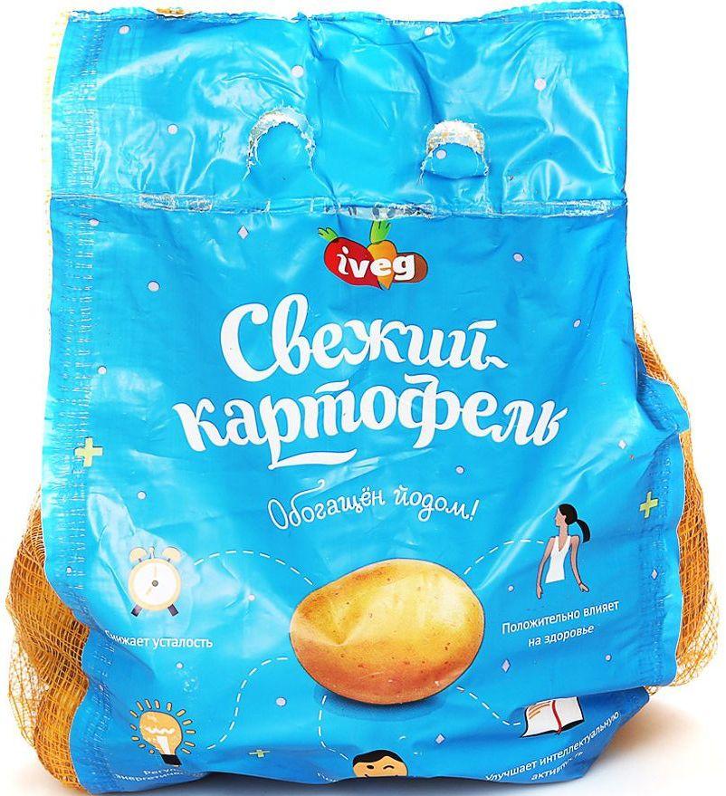 Вегетория Картофель йодированный мытый, 2 кг4670000600683Специально отобранные сорта картофеля Вегетория, благодаря сочетанию уровня крахмала и кремообразной структуре мякоти, прекрасно подходят для варки и приготовления картофельного пюре.Польза картофеля для организма:- Помогает работе желудка и кишечника.- Выводит токсины.- Укрепляет сосуды.- Нормализует обменные процессы.- Улучшает работу печени.- Обладает спазмолитическим и мочегонным действием.- Предотвращает ревматизм и сахарный диабет.- Крахмал при варке картошки превращается в глюкозу, а этот подпитка нашему организму.- Главная ценность картофеля в том, что в нем много калия. Благодаря калию: выводится лишняя жидкость из организма; регулируются обменные процессы; оздоровляется сердечно-сосудистая система.- Картофельный сок очень полезный и лечит многие недуги: обладает сильным противовоспалительным действием; избавляет от изжоги; повышает гемоглобин; понижает давление; снимает нервное напряжение; очищает организм. Особенно полезен сок картофеля при гастрите и язве желудка. При хронических головных болях, тошноте, изжоге. Сок картошки отлично помогает при разных заболеваниях кожи, при фарингитах, ларингитах.В картошке содержатся: белки, витамины B, B2,В3, B6, В9, C, К, PP, D, E, фосфор, органические кислоты, кальций, магний, углеводы, крахмал, клетчатка.Пищевая ценность в 100 г продукта: белки 2 г, жиры 0,4 г, углеводы 18 г.