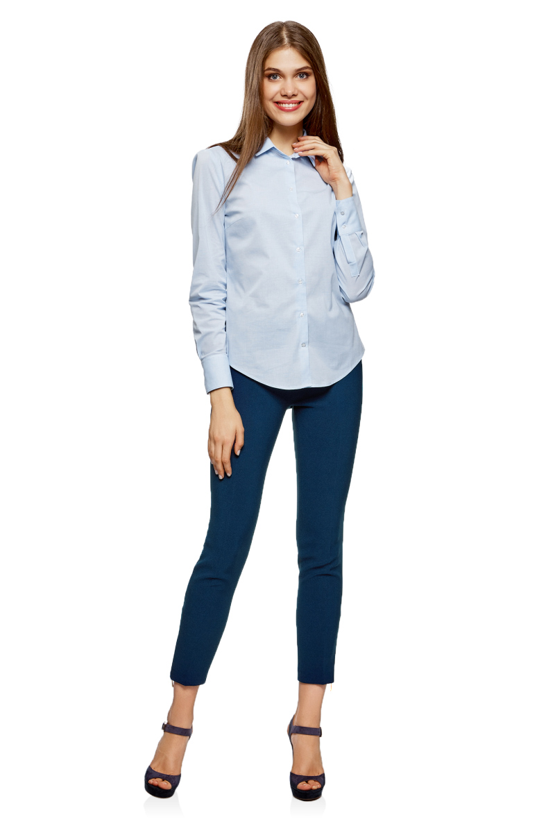 Брюки женские oodji Ultra, цвет: темно-синий. 11700217-1/46957/7902N. Размер 40 (46-170)11700217-1/46957/7902NУкороченные женские брюки выполнены из стрейча. Модель зауженного кроя сбоку застегивается на потайную застежку молнию. Низ брючин дополнен молниями.