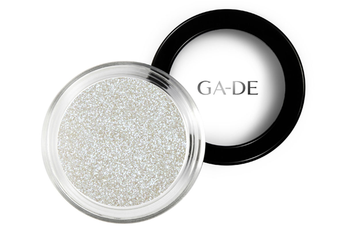GA-DE Универсальный блеск Stardust №01 Golden White, 4 г134200001GA-DE Stardust - это инновационный косметический глиттер, сверкающие частицы которого отражают свет, создавая восхитительный многомерный эффект. Блестки можно использовать как по отдельности, так и смешивая оттенки друг с другом, для создания своего собственного уникального сочетания и несравненного эффекта звездного свечения.