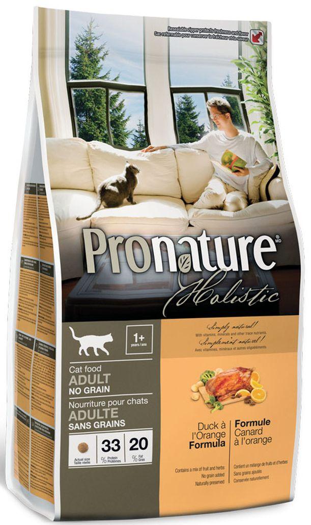 Корм сухой Pronature Holistic, для кошек, беззерновой, утка с апельсином, 2,72 кг102.2021Высококачественное свежее мясо утки из экологически чистых регионов Канады как первый ингредиент этой сбалансированной и очень вкусной формулы.Высококачественное свежее мясо утки из экологически чистых регионов Канады как первый ингредиент этой сбалансированной и очень вкусной беззерновой формулы.Только натуральные и органические натуральные ингредиенты, имеющие сертификат об их органическом происхождении (выращивании без применения химических удобрений и пестицидов, регуляторов роста и методов генной инженерии.— Апельсин: является богатым источником витаминов А,В и С, превосходит почти все фрукты по содержанию кальция; укрепляет иммунную систему.— Ромашка: защищает от большинства незначительных заболеваний благодаря своим противовоспалительным свойствам, улучшает пищеварение и подавляет тревожность, успокаивает.— Алоэ вера: способствует лечению заболеваний, связанных с пищеварением, используется при запорах, при слабой иммунной системе, при воспалительных процессах, инфекциях, некоторых видах раковых заболеваний, также алоэ вера снижает уровень глюкозы в крови, что особенно полезно при заболеваниях диабетом.— Не содержит зерновых: корм прекрасно адаптирован к коротким желудочно-кишечным трактам животных, которые приспособлены к переработке пищи, богатой протеинами и жирами с низким содержанием зерновых или без них, особенно хорошо подходит для улучшение пищеварения.— Витамины Е, С, бета-каротин и хелатные минералами укрепляют иммунную систему.— Натуральные источники клетчатки, сушеная мякоть томата и свеклы, улучшают кишечный транзит и пищеварение.— Смесь экстрактов зеленого чая, быстрорастворимого витамина С, целлюлозы и мяты способствуют свежести дыхания и хорошей гигиене полости рта.— Сохранен при помощи натуральных консервантов — розмарина и токоферола (источник витамина Е).Дополнительные особенностиНатуральная система защиты суставов: мелкие креветки, панцирь краба, новозе