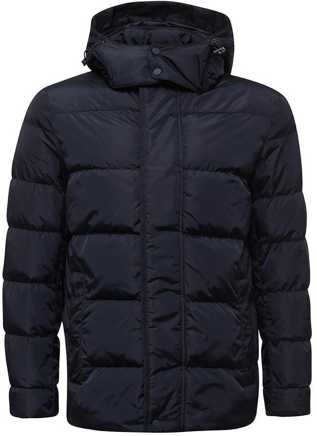 Куртка мужская Geox, цвет: темно-синий. M7428CT2422F4300. Размер 48M7428CT2422F4300Короткая мужская куртка Geox с наполнителем - универсальная модель на каждый день, идеально подходит для повседневного использования. Отличается исключительной воздухопроницаемостью благодаря запатентованной системе дышащей ткани Geox. Выполнена из прочной водоотталкивающей нейлоновой тафты плотностью 40ден с блестящей поверхностью. Наполнитель с набивкой из синтетического полиэстера обеспечивает повышенную термоизоляцию. Прямой силуэт. Модель выполнена с двумя врезными карманами и дополнена капюшоном. Капюшон застегивается на кнопки и дополнен шнурком-утяжкой со стопперами.
