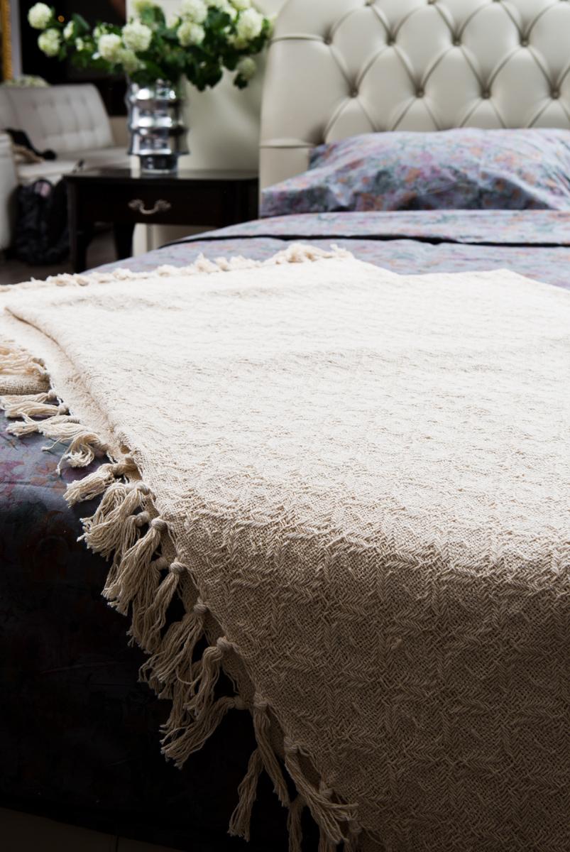 Покрывало Arloni Лайт, цвет: натуральный, 220 х 240 см2039.2Покрывало Arloni Лайт объемной вязки прекрасно оформит интерьер гостиной или спальни. Изготовлено из экологически чистого материала - 100% хлопка. Покрывало по краям декорировано кисточками. Хорошо смотрится и на диване, и на большой кровати. Покрывало Arloni не только подарит тепло, но и гармонично впишется в интерьер вашего дома.