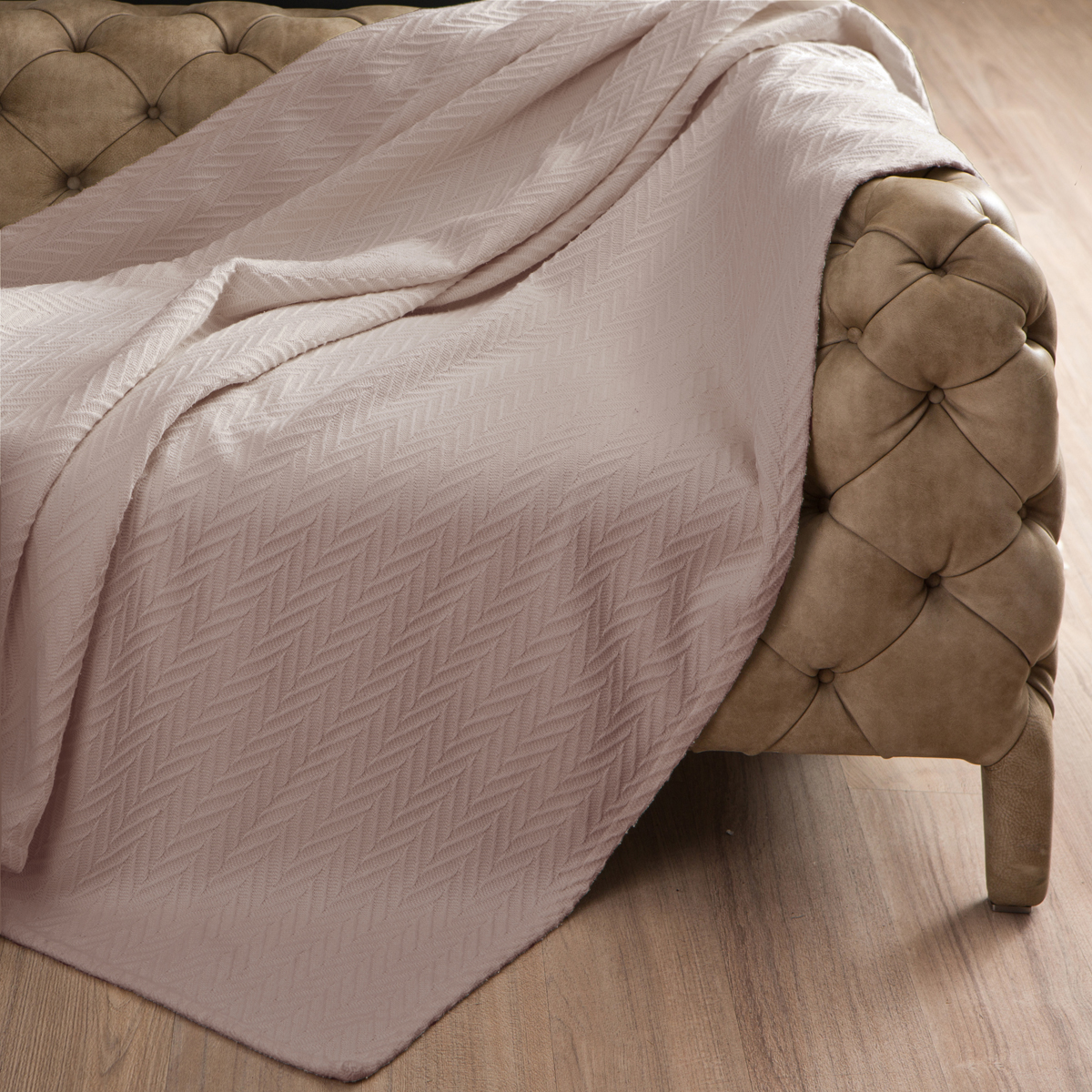 Покрывало Arloni Энджел, цвет: бежевый, 220 х 240 см2046.12Покрывало Arloni Энджел объемной вязки прекрасно оформит интерьер гостиной или спальни. Изготовлено из экологически чистого материала - 100% хлопка. Обработка края - подгиб. Покрывало Arloni не только подарит тепло, но и гармонично впишется в интерьер вашего дома.