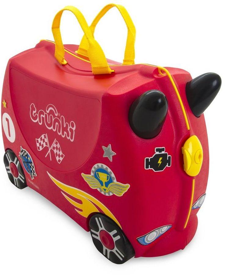 Trunki Чемодан детский Гоночная машинка Рокко0321-GB01Чемодан на колесиках Гоночная машинка Рокко от британского производителя Trunki непременно приведет в восторг каждого мальчика, ведь его можно не только взять с собой в путешествие, но и кататься на нем, представляя себя бесстрашным гонщиком! Чемодан в виде яркой гоночной машинки станет прекрасным игровым спутником каждого маленького путешественника. Чемодан выполнен в красном цвете. Желтые и черные элементы на чемодане делают его более ярким и веселым. У чемоданчика есть забавные черные ручки в виде рожек, для того, чтобы ребенок мог держаться за них во время катания. Удобная и прочная ручка из текстиля позволяет родителям возить чемодан или катать ребенка. В комплекте с чемоданом идут наклейки с наградами, флагами, звездами и другой гоночной атрибутикой. Малыши смогут самостоятельно украсить свой чемодан и сделать его более индивидуальным и ярким. Несмотря на забавный внешний вид, чемодан Транки очень прочен и функционален. Вместительная конструкция весит меньше 2 кг. Выемка в верхней части корпуса служит седлом для юных гонщиков, и мало какой ребёнок откажется от удовольствия прокатиться на таком необычном транспорте. Особенности чемодана Trunki:прочный легкий корпус с удобным сидением,широкие устойчивые колеса для перемещения и катания,прорезиненный мягкий обод вдоль отделений чемодана,надежный безопасный замок защищает от случайного раскрытия,специальный ремень с прочными карабинами позволяет легко перемещать чемодан и катать ребенка,ручки из пластика на корпусе чемодана позволяют ребенку держаться во время катания,наклейки для чемодана в комплекте.Чемоданы Trunki были созданы в Англии для того, чтобы малыши не скучали во время путешествий. В удобный вместительный чемодан можно заполнить необходимыми вехами, книгами и, конечно же, любимыми игрушками. Широкие устойчивые колеса позволяют не только перемещать чемодан, но и кататься на нем. Теперь при ожидании регистрации или рейса вашему ребенку точно не будет 