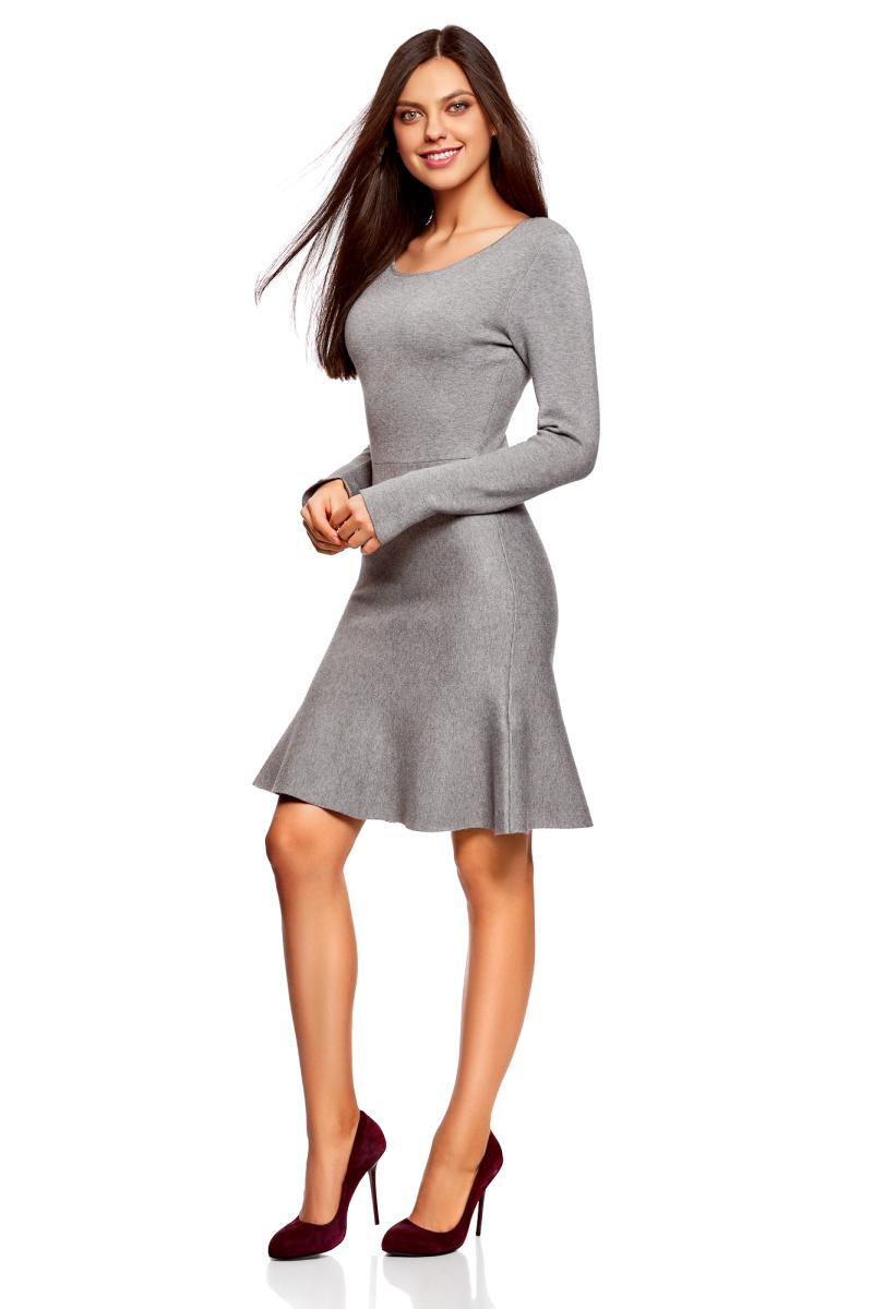 Платье oodji Ultra, цвет: темно-серый меланж. 63912223/46096/2500M. Размер L (48)63912223/46096/2500MВязаное платье от oodji выполнено из пряжи сложного состава. Модель выше колен с расклешенным низом, длинными рукавами и круглым вырезом горловины.