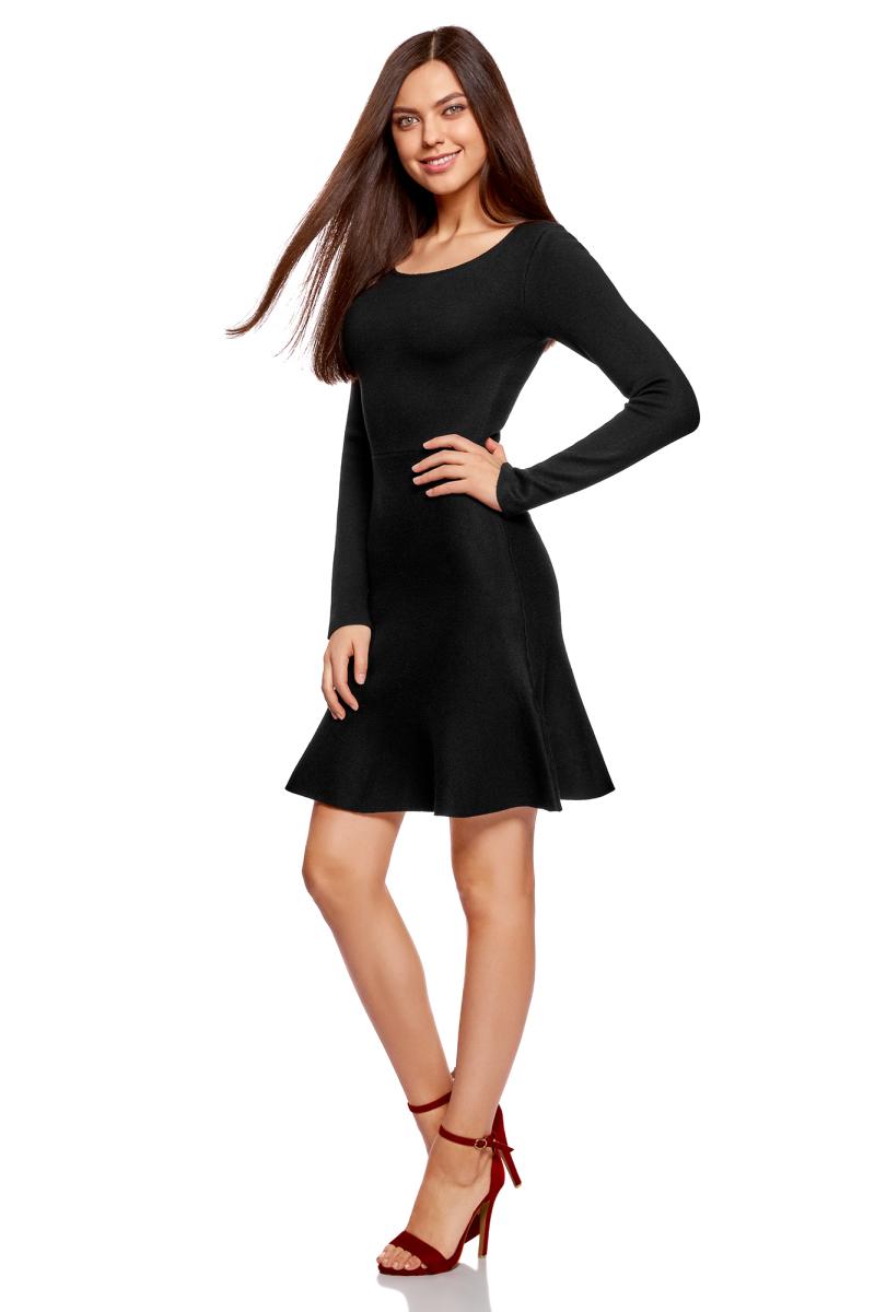 Платье oodji Ultra, цвет: черный. 63912223/46096/2900N. Размер XXS (40)63912223/46096/2900NВязаное платье от oodji выполнено из пряжи сложного состава. Модель выше колен с расклешенным низом, длинными рукавами и круглым вырезом горловины.